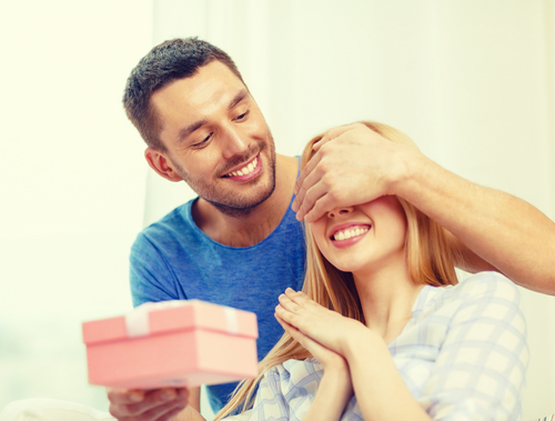 The Ultimate Guide to Buying Your Girlfriend the Perfect Gift
